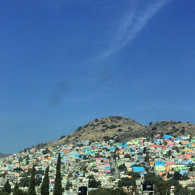 Mexico DF suburbia  #mexico #colors @karimrahmanmakeup @jeanknight #trip #ontheroad