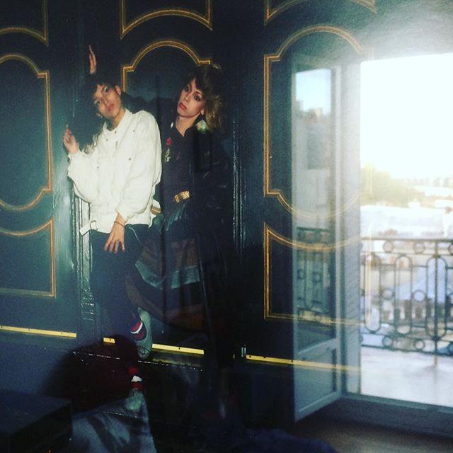 Hi Girls #billbutterworth #newyork #parisisburning #venusextravaganza #broadway #iwouldliketobeaspoiledrichwhitegirl #paris #chezmoi #balcon @nadjanebas ?