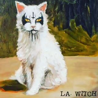 loving listening to L.A Witch on a hot summer day #lawitch @la_witch #heatwave #hotinparis #witch #evil #cat #vinyl and #beers