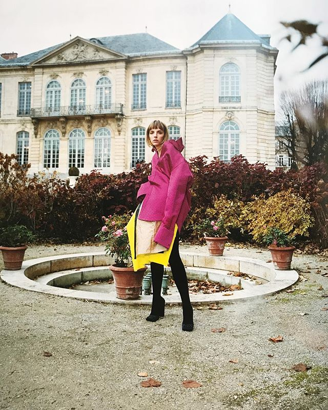 paper bag and spandex skirt by @wendyjim_official featured in the last issue of @purplefashionmagazine photographed by @ozpurple styled by @naomi_itkes at #museerodin in #paris #purplemagazine #wendyjim #designer #publicimagepr #ss19 #parisfashionweek #mode #fashion