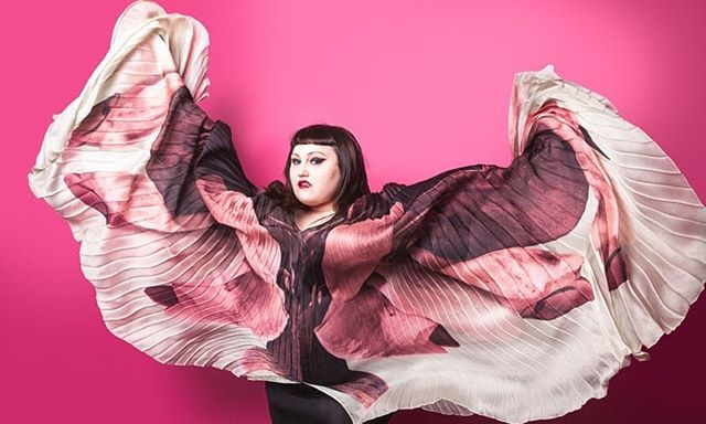a beautiful picture from a recent past interview in @guardian , delightful @bethditto is wearing a pleated wing caftan from Innangelo collections styled by @fredericbaldo @innangelo @innazobovareal #bethditto #interview #artist #performer #punkette #innangelo #pleated #silk #madeinitaly @rattifabrics #innazobova #beautiful #printed #images #publicimagepr