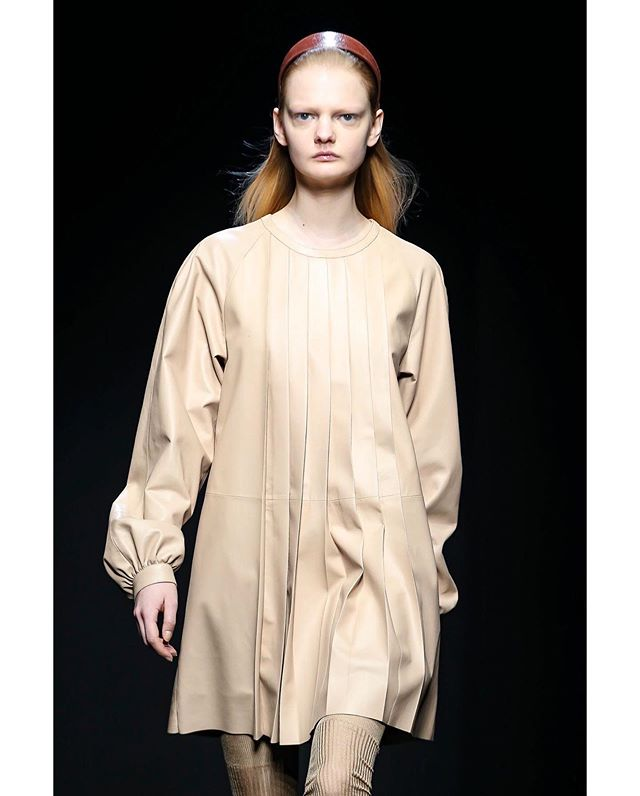 """DROMe Fall Winter 2020-21 collection comes from a meditation on the female sensuality, on how women experience and express it.Creative Director Marianna Rosati took inspiration from the 1968 book """"les érotiques du regard""""by Marc Attali & Jacques Delfau, a series of seemingly voyeuristic images of women: the seductive fascination of a detail, a small gesture, a certain posture , showing women who live boldly and fearlessly their eroticism and their pleasure, radiating a powerful energy, returning other people's gaze with ease @drome_official @mariannarosati #dromeofficial #fallwinter2020 #madeinitaly #independent #leather #craftmanship #atelier #laboratorio #mariannarosati #designer #publicimagepr #mfw"""